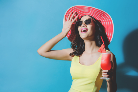 Women wear dresses. She was drinking watermelon smoothie In the summer She feels refreshed. Banco de Imagens