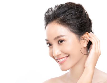 Porträt der schönen asiatischen jungen Frau