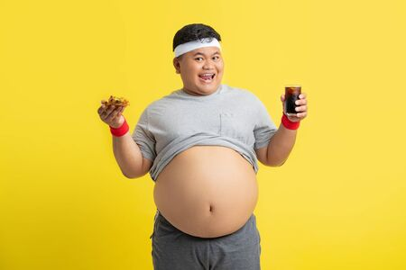 Fat men are happy with eating cola and pizza. Before exercise