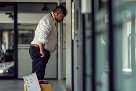 Hombre desempleado molesto