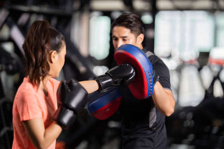 personal trainer is practicing boxing 版權商用圖片