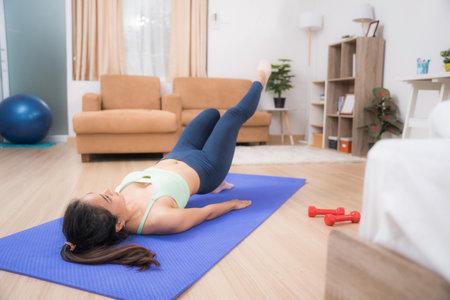 Asian woman doing butt exercises 版權商用圖片