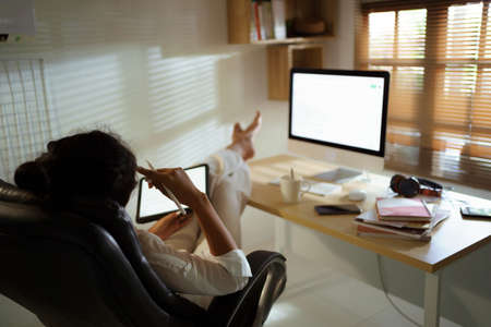 Asian woman working from home 版權商用圖片