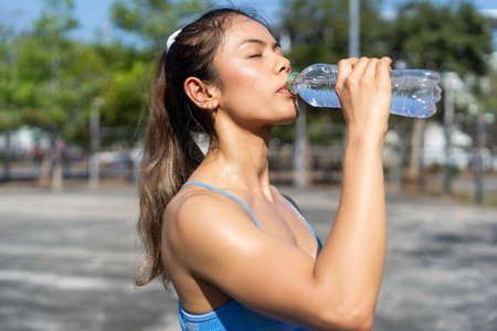 Asian woman Healthy She is drinking water