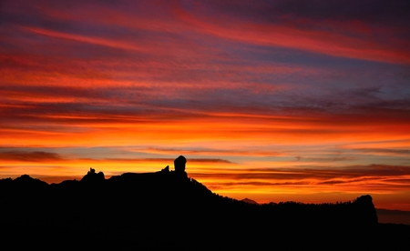 naturalist: Spectacular sunset from the natural park Roque Nublo, Gran canaria, Canary islands