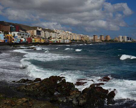 Plage de San Cristobal avec des vagues, Las Palmas de Gran Canaria, Îles Canaries, Espagne