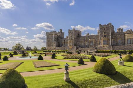 Grounds and garden of Windsor Castle near London, England, Europe Foto de archivo - 115036989