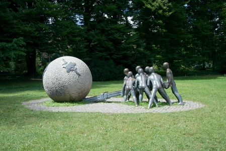 lifting globe: Modern sculpture in Parc de la Tete d