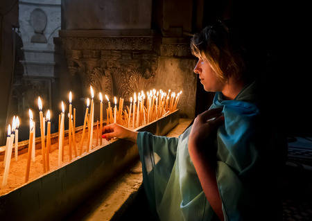 orthodox easter: The pilgrims lit candles at the Church of the Holy Sepulchre in Jerusalem, Israel