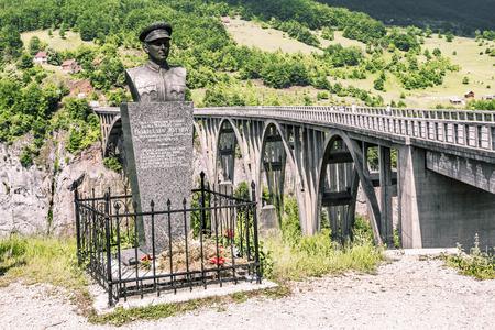 lieutenant: Montenegro.04 June, 2015. Monument to the lieutenant Bozidar Zhugich near  the bridge of Dzhurdzhevich over the river Tara