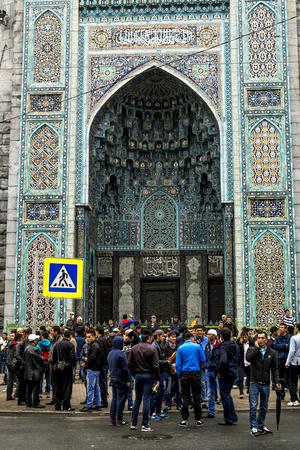 mohammedan: Saint-Petersburg.Russia.12 Sep 2016.Muslims celebrate Eid al-Fitr near the Central mosque in St. Petersburg . Editorial