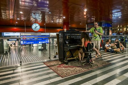 Prague.Czech Republic.August 27, 2019.Tourists play the piano in the lobby of the Main Train station in Prague Archivio Fotografico - 139609095