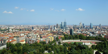 New modern skyline in Milan, Italy 版權商用圖片 - 56303649