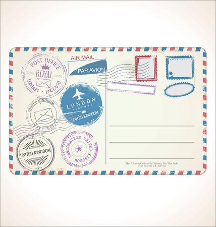 Briefmarke und Postkarte auf weißem Hintergrund Postpost Luftpost