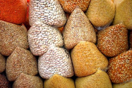 una variedad de cereales, arroz, frijoles, ma�z, lentejas, escanda, trigo Foto de archivo - 5121873