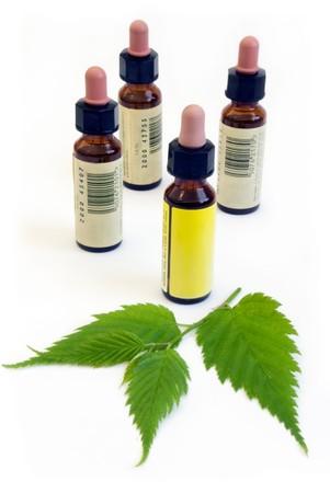 homeopathy: Bach flores remediar botellas aislados en blanco