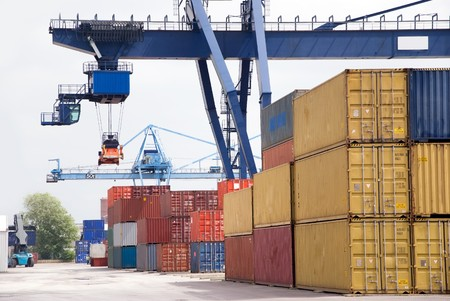 export and import: contenedor de carga con gr�a