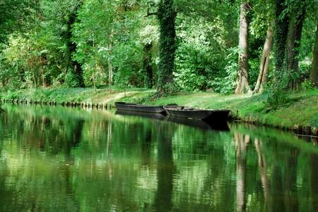 運河沿いに古いシュプレーヴァルト ボート 写真素材
