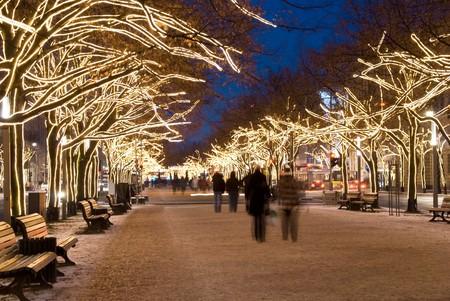ぼやけ peopleon ウンター ・ デン ・ リンデン通り、クリスマス ベルリン