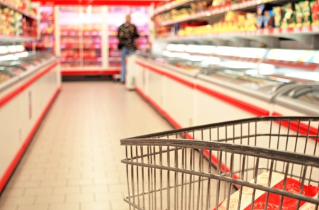 スーパーで買い物ぼやけ動き人々