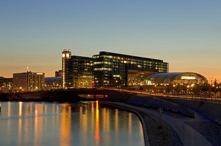 spree: berlin hauptbahnhof and river spree at night