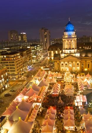 ジャンダルメンマルクト ベルリン ドイツで winterzauber クリスマス マーケット 写真素材