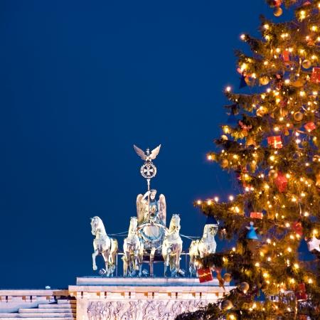 クリスマス、冬のベルリンのブランデンブルク門