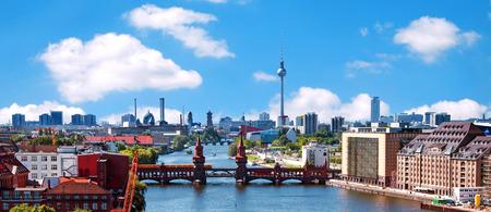 베를린 스카이 라인 강 유흥 및 oberbaumbruecke와 공중보기