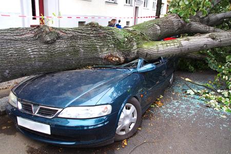 damaged car after a big thunderstorm xavier Banque d'images