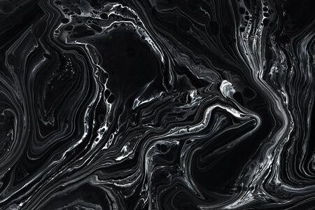 Fondo di struttura di marmo nero astratto. Olio, motivo misto vernice acrilica. Carta da parati minimalista in bianco e nero. Piastrella in materiale lapideo di lusso. Minerale naturale, design moderno in granito