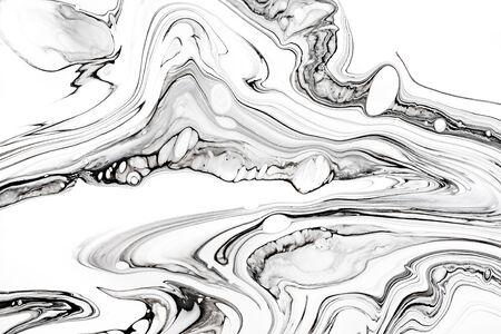 Struttura marmorizzata fluida dell'inchiostro astratto. Lussuoso granito, carta da parati con motivi minerali in marmo. Liquido minimalista in bianco e nero, sfondo artistico fluido. Olio, opere d'arte in resina mix di vernice
