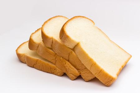 comiendo pan: rebanada de pan en el fondo blanco Foto de archivo