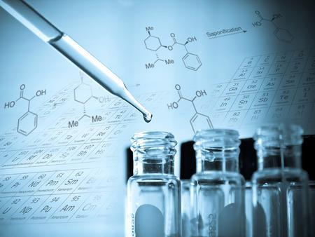실험실 연구, 튜브를 테스트하기 위해 액체를 떨어 뜨리는