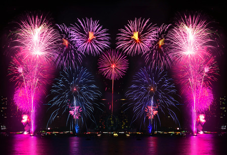 Mooi vuurwerk op de rivier Stockfoto - 41047236
