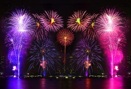 Mooi vuurwerk op de rivier