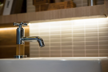 wash basin and faucet in luxury bathroom Zdjęcie Seryjne