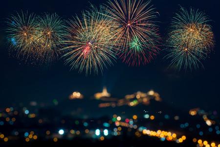 축하를위한 아름다운 불꽃 놀이