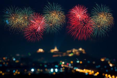 julio: Fuegos artificiales hermoso de celebración Foto de archivo