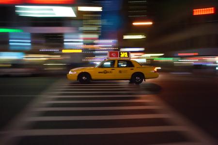 New-York taxi blazes through the night, speed light rays Zdjęcie Seryjne