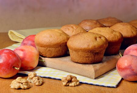 productos naturales: Fresh homemade cupcakes. Village simple pastries. Natural products. Home comfort.