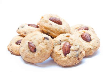galleta de chocolate: cookies de almendras aisladas en fondo blanco Foto de archivo