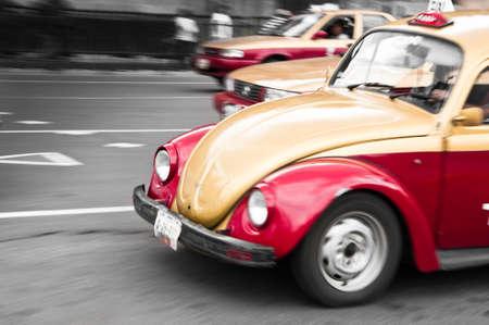taxi: El rojo tradicional y los taxis de oro de la Ciudad de M�xico