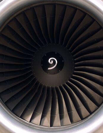 turbofan: Frontal vista de un motor jet de motores turbofan modernos  Foto de archivo