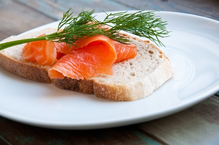 lax: Smoked salmon served in freshly baked sourdough bread garnished with fresh dill