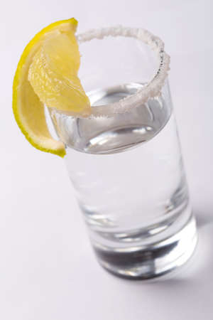 tonic: Tonic water preparation with lemon slices and frost Stock Photo