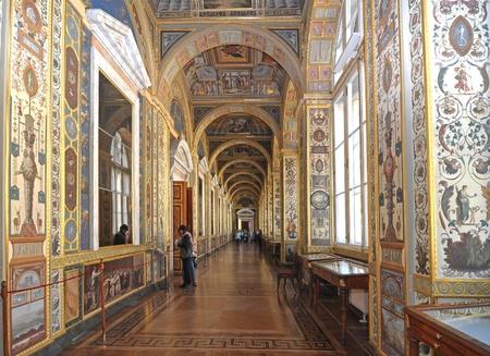 palacio ruso: Corredor en el Palacio de Invierno. Petersburgo, Rusia