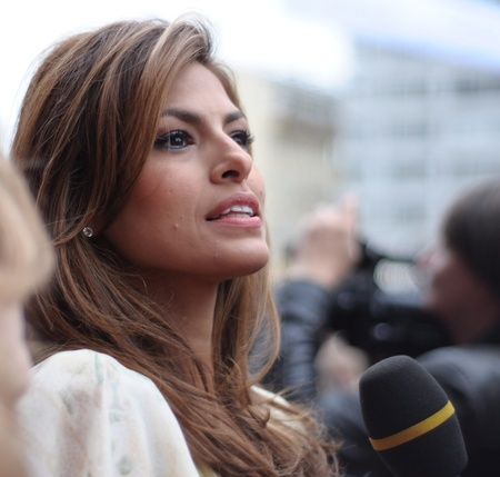 eva: MOSCOW, RUSSIA - SEPTEMBER 12: Actress Eva Mendes arrives at the premiere for the film