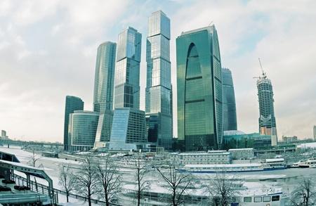 Invierno paisaje urbano con un grupo de edificios