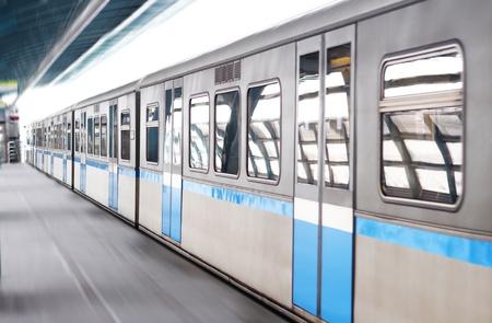 railroad station platform: Wagon Editorial