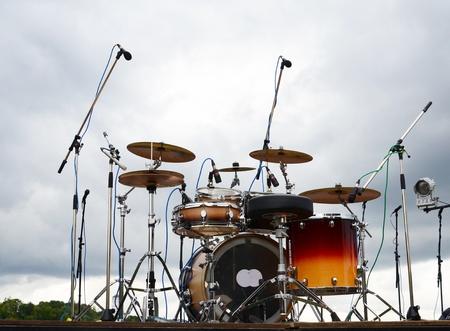 Trống trên sân khấu trong một công viên Kho ảnh